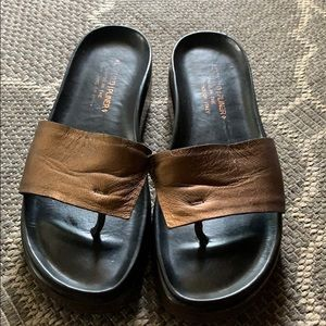Donald J Pliner all leather Italian made sandals